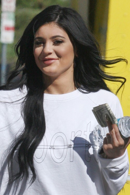 Kylie Jenners Hairstyles Hair Colors Steal Her Style Page 2