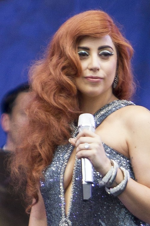 Lady Gaga Hairstyles Amp Hair Colors Steal Her Style
