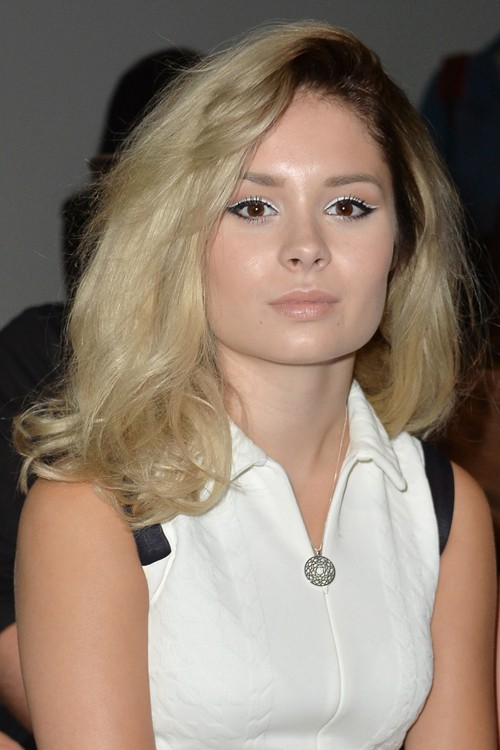Nina Nesbitt Wavy Ash Blonde Dark Roots Hairstyle Steal