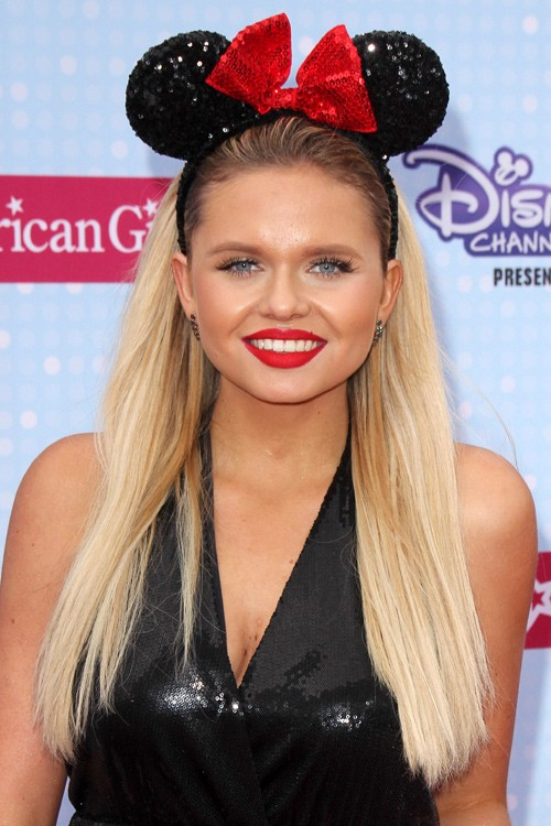 Alli Simpson S Hairstyles Amp Hair Colors Steal Her Style