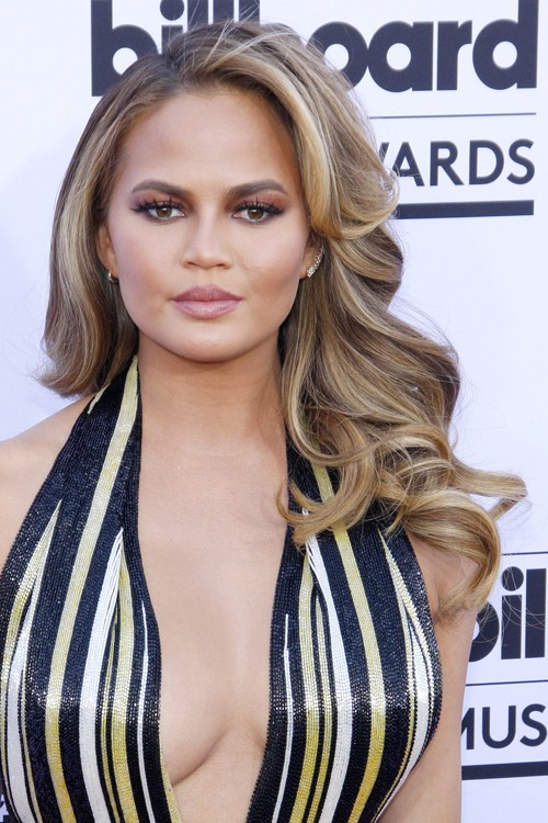 Chrissy Teigen S Hairstyles Amp Hair Colors Steal Her Style