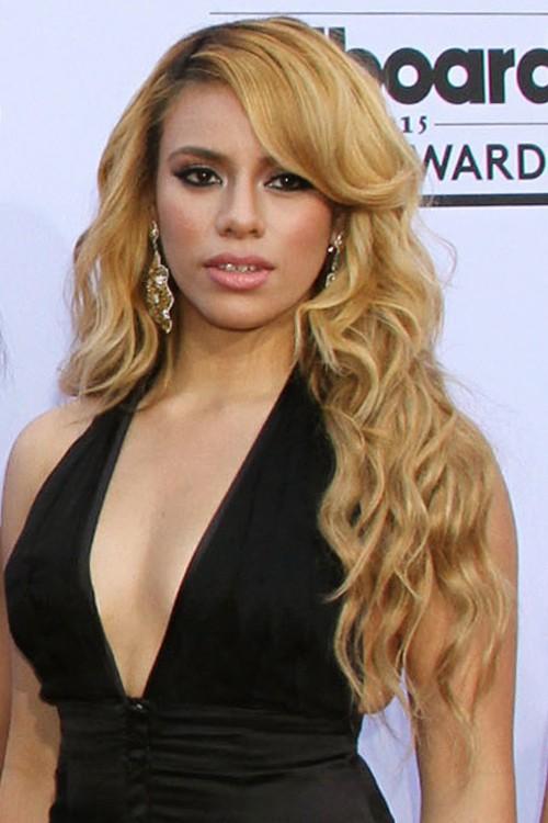 Dinah jane hansen wavy honey blonde dark roots loose waves side part