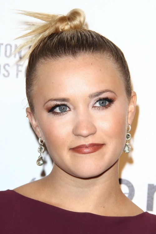 Emily Osment S Hairstyles Amp Hair Colors Steal Her Style