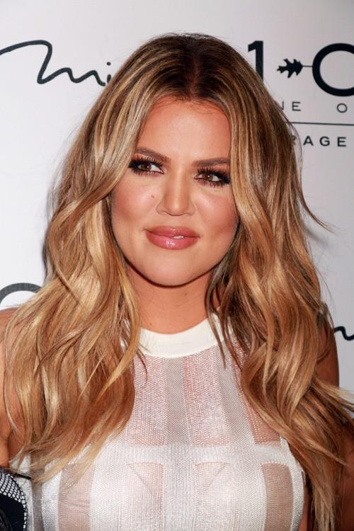 khloe kardashian wavy light brown loose waves hairstyle
