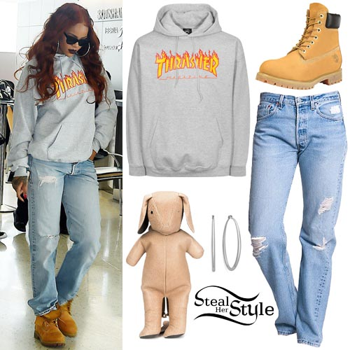 Rihanna at JFK Airport in New York. May 25th, 2015 - photo: PacificCoastNews