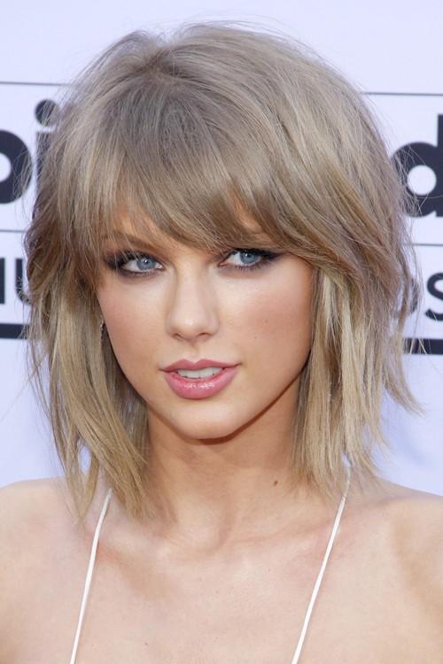 Cool Taylor Swift Straight Light Brown Bob Choppy Bangs Layered Bob Hairstyle Inspiration Daily Dogsangcom
