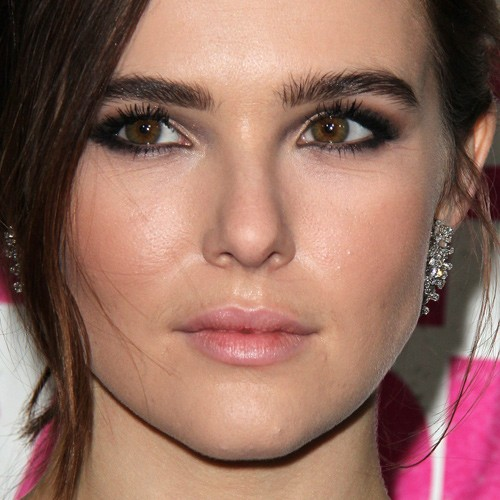 zoey deutchs makeup photos amp products steal her style
