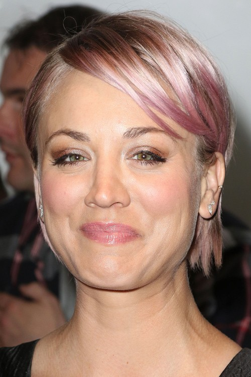 Kaley Cuoco S Hairstyles Hair Colors Steal Her Style