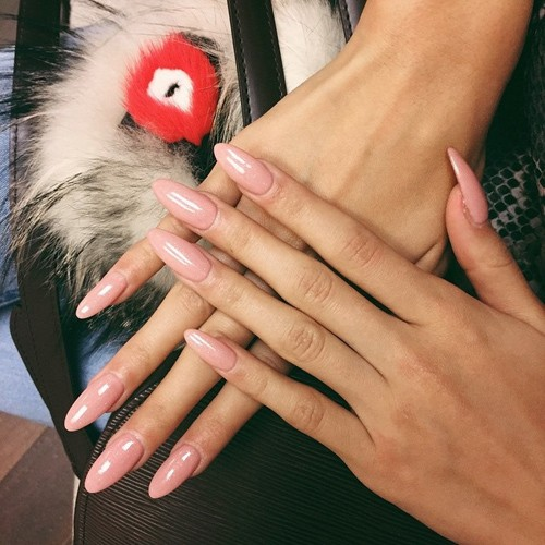 Pia Mia Perez Peach Nails Steal Her Style