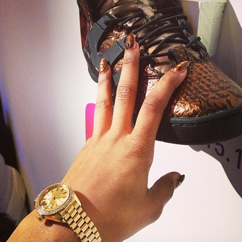 Teyana taylor black bronze crackle nails steal her style for Teyana taylor tattoos