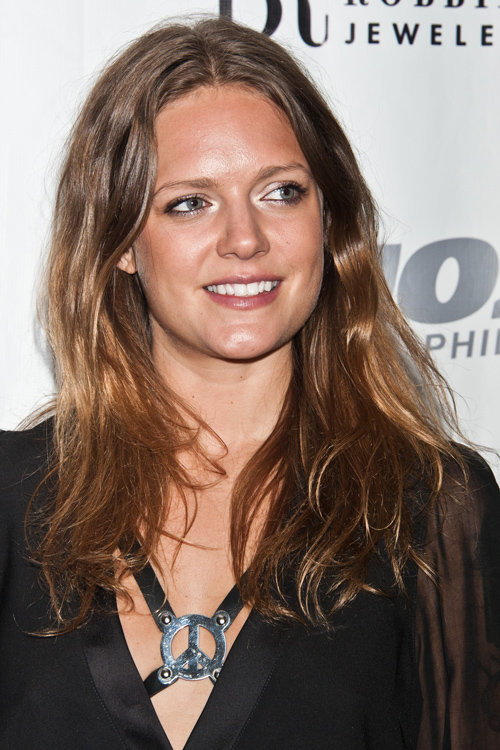 Tove Lo Wavy Medium Brown Peek A Boo Highlights Hairstyle