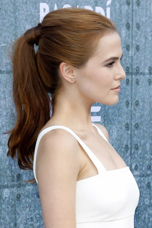 Zoey Deutch S Hairstyles Amp Hair Colors Steal Her Style