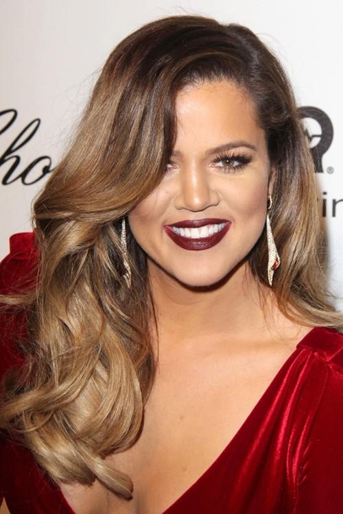 khloe kardashian wavy medium brown side part hairstyle