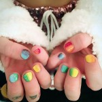 miley-cyrus-nails-rainbow