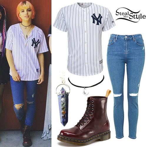 Nia Lovelis: Yankees Jersey Outfit