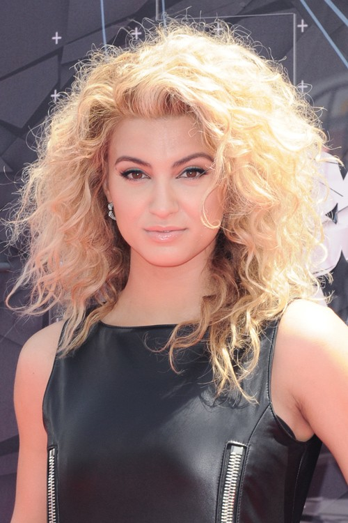 Tori Kelly Curly Honey Blonde Messy Hairstyle Steal Her