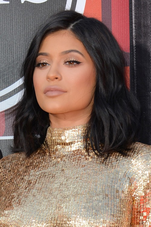 Kylie Jenner Wavy Black Bob Hairstyle Steal Her Style