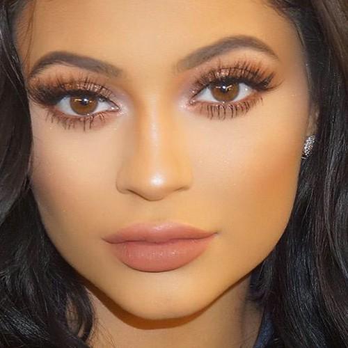 Kylie Jenner Makeup: Bronze Eyeshadow, Brown Eyeshadow Eyeshadow ...