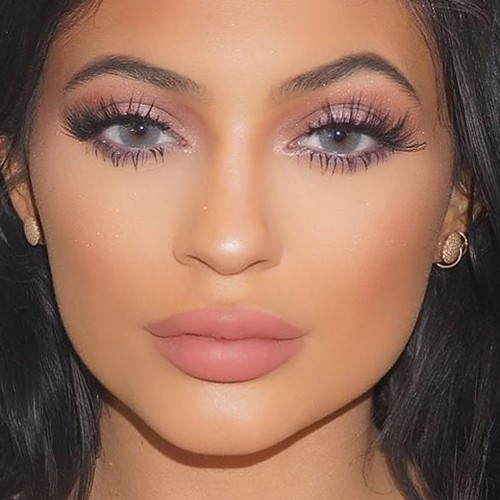 Kylie Jenner Makeup Brown Eyeshadow Pink Eyeshadow