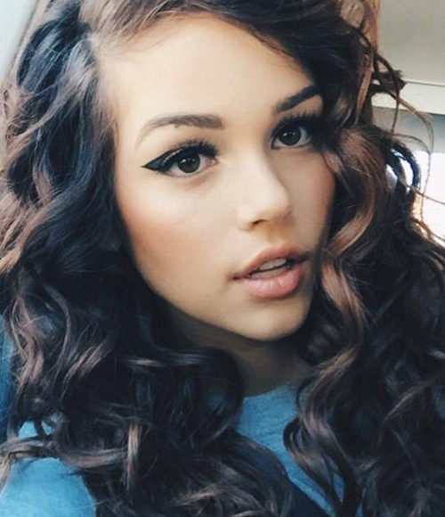 Maggie Lindemann S Hairstyles Amp Hair Colors Steal Her Style