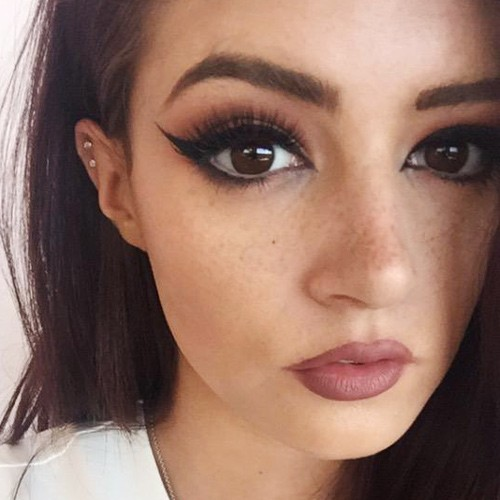 chrissy costanzas makeup photos amp products steal her style
