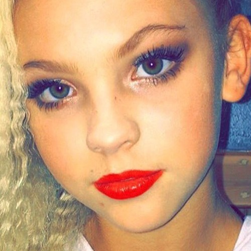 Jordyn Jones Makeup Charcoal Eyeshadow Gold Eyeshadow