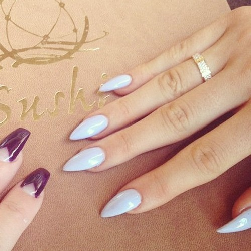 kylie jenner light blue nails steal her style