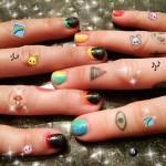 miley-cyrus-nails-4