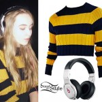 Sabrina Carpenter: Yellow Striped Sweater