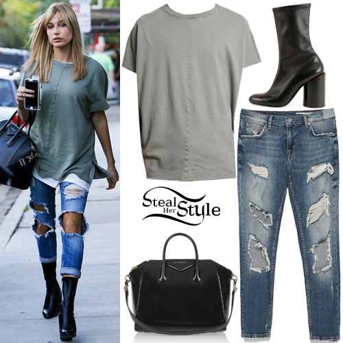 9e2bf6bd601 Hailey Baldwin arrives for a late lunch at Urth Caffe. October 8th