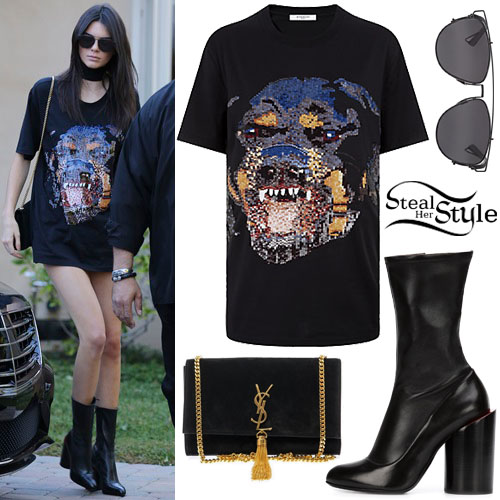 Kendall Jenner arriving at a music studio in Tarzana, California. October 30th, 2015 - photo: AKM-GSI
