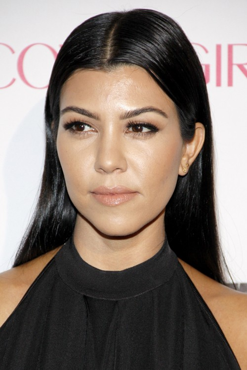 kourtney kardashian straight black hairstyle steal her style