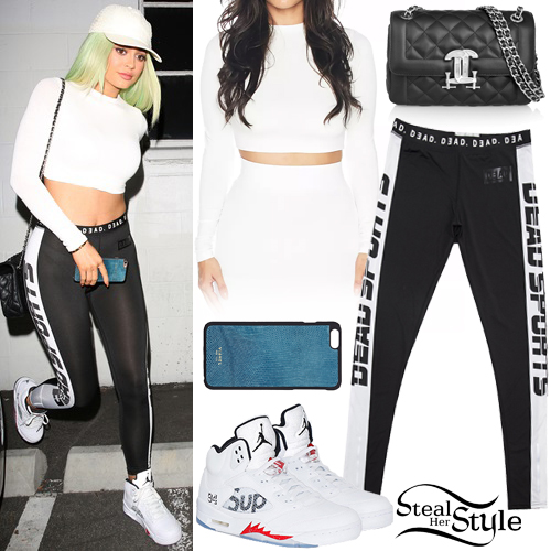 Kylie Jenner leaving a studio in Los Angeles. October 26th, 2015 - photo: AKM-GSI