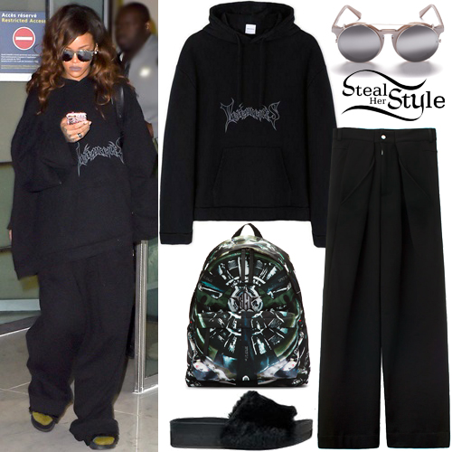 Rihanna arriving at Charles de Gaulle Airport in Paris. October 1st, 2015 - photo: AKM-GSI