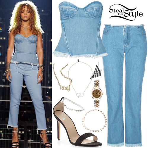 Rihanna on The Voice - photo: NBC