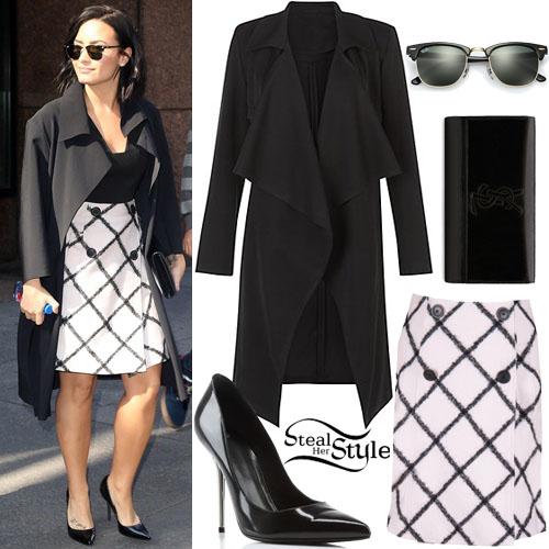 Demi Lovato leaving an office building in New York City. October 26th, 2015 - photo: FameFlynet