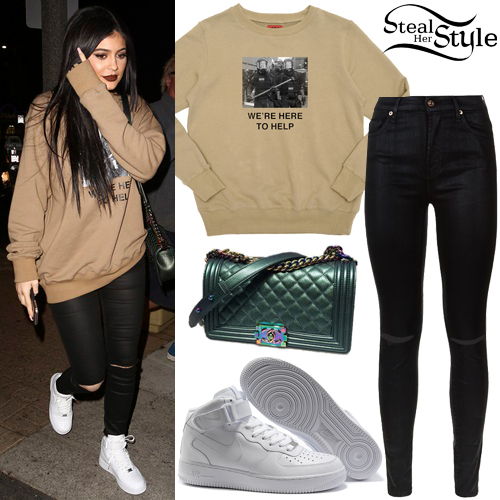Kylie Jenner arriving at Menchie's Frozen Yogurt. November 4th, 2015 - photo: AKM-GSI
