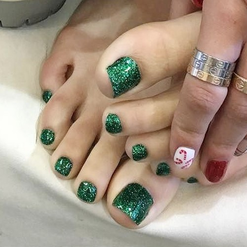 Bella Thorne's Nail Polish & Nail Art | Steal Her Style