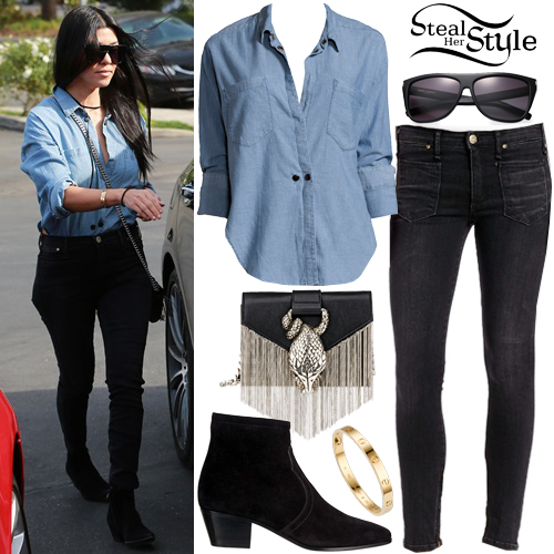 Kourtney Kardashian leaving Lovi's Delicatessen in Calabasas, California. December 9th, 2015 - photo: FameFlynet