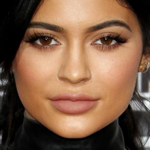 Kylie Jenner Makeup: Black Eyeshadow, Brown Eyeshadow Eyeshadow ...