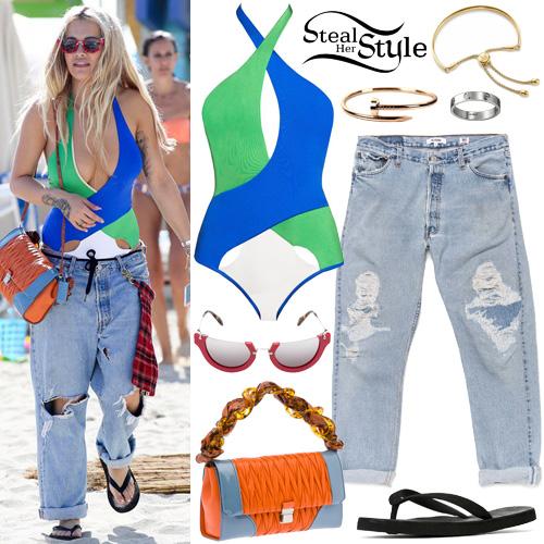 Rita Ora at the beach in Miami. December 28th, 2015 - photo: AKM-GSI