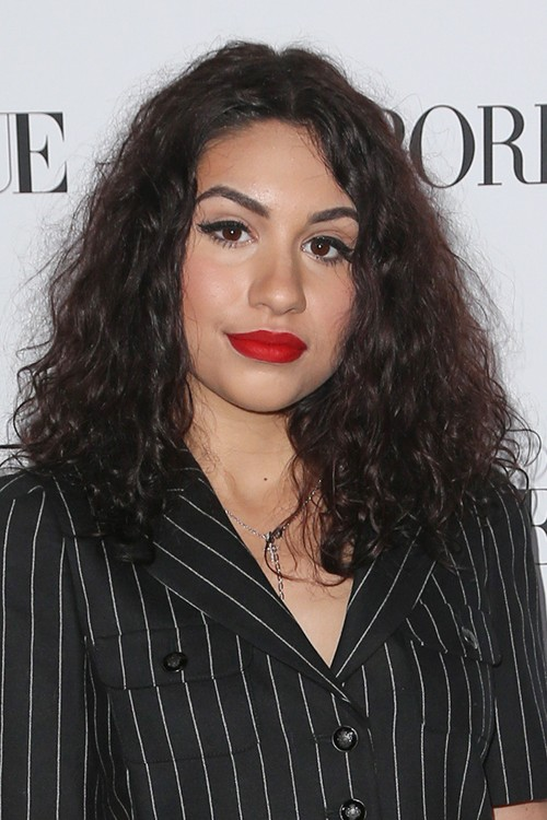 Alessia Cara S Hairstyles Amp Hair Colors Steal Her Style