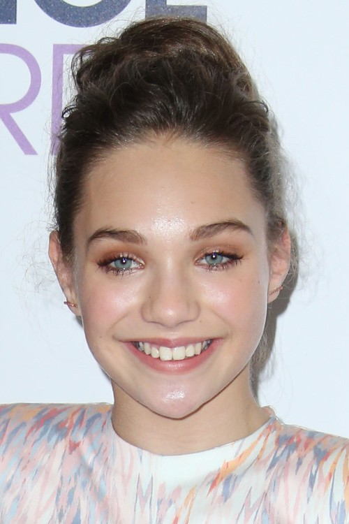 Maddie Ziegler S Hairstyles Amp Hair Colors Steal Her Style