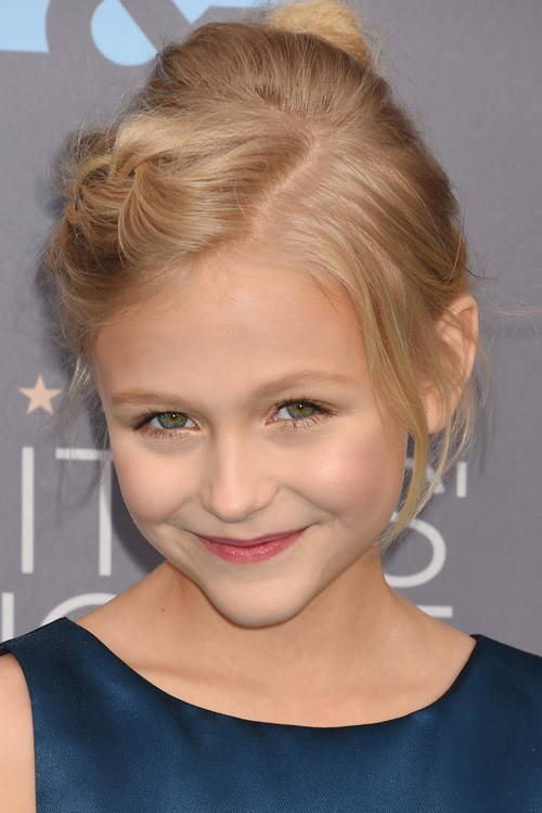 Alyvia Alyn Lind S Hairstyles Amp Hair Colors Steal Her Style