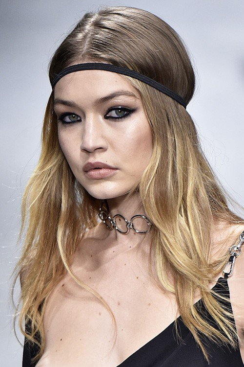 Gigi Hadid 39 S Hairstyles Hair Colors Steal Her Style