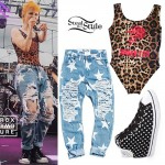 Hayley Williams: Leopard Bodysuit, Star Jeans