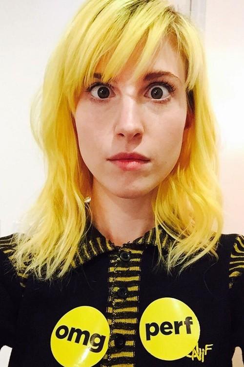 Hayley Williams Wavy Yellow Choppy Bangs Messy Sideswept