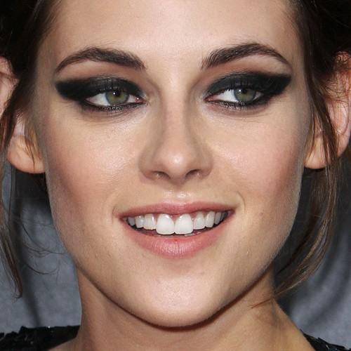 Kristen Stewart Makeup Black Eyeshadow Charcoal