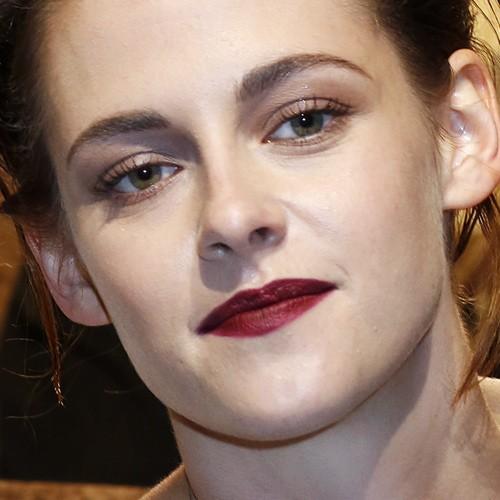 Kristen Stewart Makeup Brown Eyeshadow Amp Burgundy