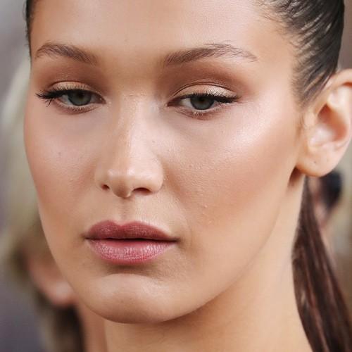 Bella Hadid Makeup Black Eyeshadow Brown Eyeshadow